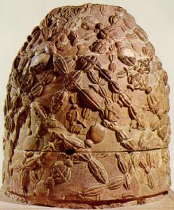 Ónfalo de Delfos, réplica en piedra de época de los romanos. Museo Arqueológico de Delfos.