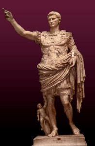 Estatua de Augusto de Prima Porta, copia en mármol, con restos de policromía,  de otra anterior en bronce, del 20 d.C., Museos Vaticanos, Roma.