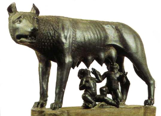 La loba amamantando a Rómulo y a Remo, en bronce, Museos Capitolinos, Roma. Esta escultura se venía atribuyendo a algún broncista etrusco de comienzos del siglo V a. C. Expertos, sin embargo, de la Universidad del Salento (Italia) han llegado a la conclusión, después de realizar recientemente un riguroso estudio sobre la misma, que ésta es una copia medieval del siglo XI o XII de un original etrusco. Los niños, perdidos también en la Edad Media, fueron esculpidos, igualmente en bronce, en el Renacimiento por Antonio Pollaiuolo, según la opinión más generalizada, y añadidos después a dicha escultura.